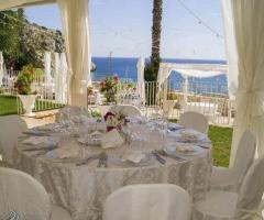Grotta del Conte - Il tavolo per gli invitati