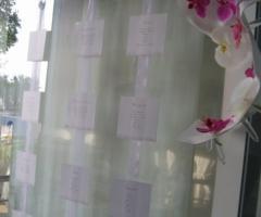 Tableau con orchidee per il ricevimento di matrimonio