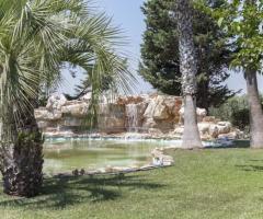 Villa Demetra - Il giardino con il laghetto