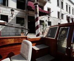 Grand Hotel dei Dogi - Arrivo dello scafo davanti Palazzo dei Dogi