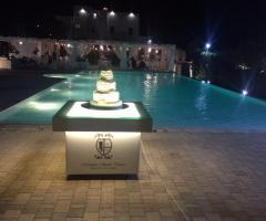Masseria Santa Teresa - La torta nuziale a bordo piscina