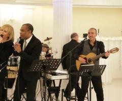 Orlando Johnson & i Barrio suonano ad un ricevimento di nozze