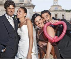 Foto degli sposi con i testimoni di nozze