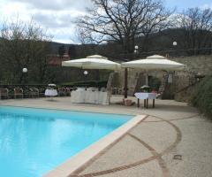 Borgo La Fratta - Allestimento a bordo piscina