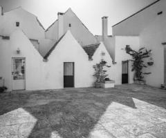 Masseria Luco - Il fascino del bianco e nero
