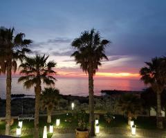 Oasi  Quattro Colonne - Il fascino del tramonto sul mare
