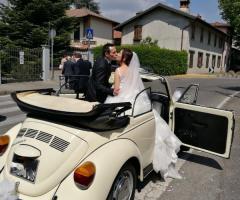 Noleggiami Maggiolini & Co - Il bacio degli sposi