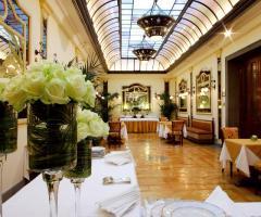 Grand Hotel Continental - Allestimento del buffet nella sala interna