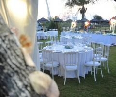 Guna Beach Club - I tavoli  in giardino