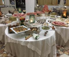 Oasi  Quattro Colonne - I tavoli del buffet