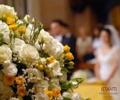 Istanti Fotografia - Addobbi floreali in chiesa