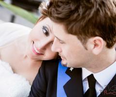 Fotografia di un momento di tenerezza degli sposi