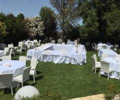 Masseria Santa Teresa - La disposizione dei tavoli all'aperto