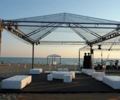 Allestimento zona buffet in spiaggia - Castello Miramare