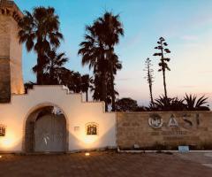 Oasi  Quattro Colonne - Una vista dell'ingresso di sera