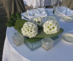 Particolare dell\'allestimento floreale per le nozze