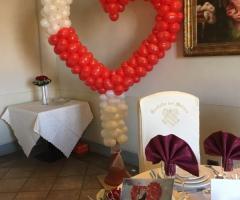 Bang Bang Wedding - Il tavolo degli sposi e la coreografia dei palloncini