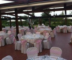 Villa Aretusi - Mise en place bianca e rosa per il matrimonio