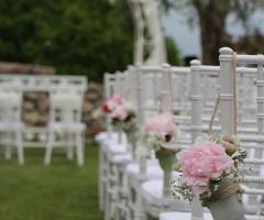 Abbazia di Sant'Andrea in Flumine - Addobbi floreali per una cerimonia di nozze all'aperto