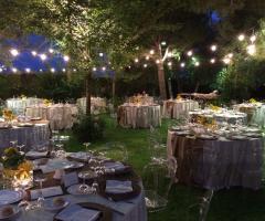 Ricevimento in giardino di sera