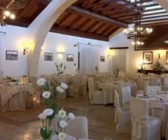 Allestimento salone per ricevimento di matrimonio
