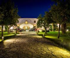 Borgo Ducale Brindisi - Il viale d i ingresso illuminato