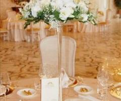 Particolare dell\'allestimento floreale per i tavoli delle nozze