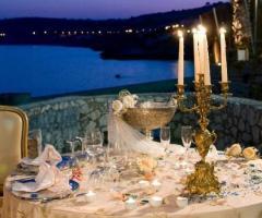 Ricevimento di nozze con apparecchiatura elegante