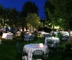 Allestimento giardino per matrimonio serale