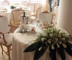 Centrotavola floreale per il tavolo degli sposi