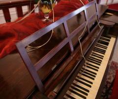 Pianoforte per dolci note durante il ricevimento nuziale