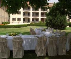 Tavoli in giardino per le nozze