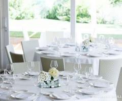 Mise en place in bianco per il matrimonio