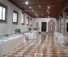 Sala addobbata per il matrimonio