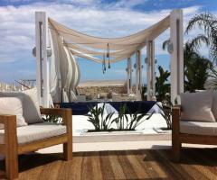 Zona relax in riva al mare