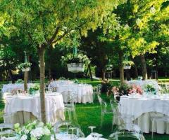 Allestimento elegante e moderno per le nozze