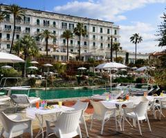 Royal Hotel Sanremo - Gli aperitivi a bordo piscina
