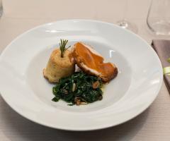 La cucina: un secondo piatto Al Chiar di Luna