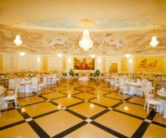 Sala interna elegante per il matrimonio