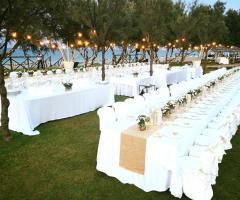 Guna Beach Club - I tavoli all'aperto
