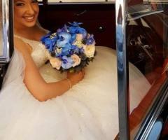 Fiori foglie e follie - La sposa con il bouquet
