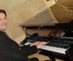 Gruppo Taeda Band per matrimoni - Roberto al pianoforte