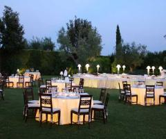 Ricevimento di matrimonio serale all'aperto