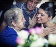 Fotografia della sposa con la nonna