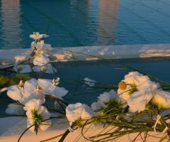 Dettaglio degli allestimenti floreali della location