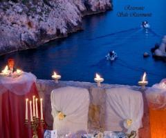 Grotta del Conte - Il tavolo degli sposi con vita mare