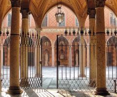 Palazzo Trecchi - La vista del cortile