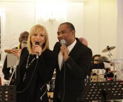 Orlando Johnson & i Barrio suonano ad un matrimonio