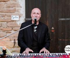 Davide Marani al piano elettrico e voce