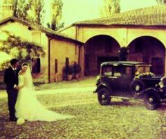 Gli sposi al ricevimento di nozze